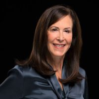 Headshot of business woman Laurie A. Siegel