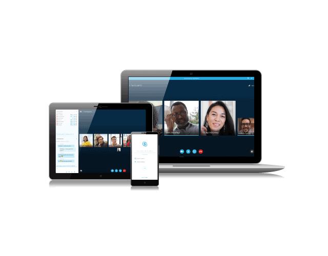 iPhone, tableta y computadora portátil con plataforma Skype para hacer videollamadas con varias personas